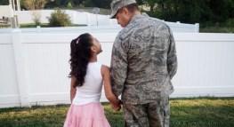 Conmemora el Día de los Veteranos con siete ahorros y deducciones de impuestos disponibles para las familias de militares