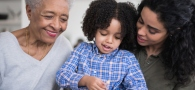4 beneficios tributarios que puedes aprovechar si cuidas niños y adultos mayores