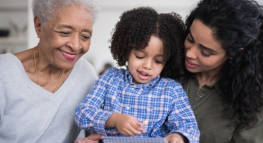 Cuatro beneficios tributarios que puedes aprovechar si cuidas niños y adultos mayores