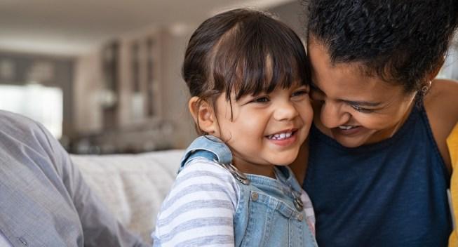 ¿Quién debería considerar optar por no participar en los pagos mensuales anticipadosdelcrédito tributario por hijos?