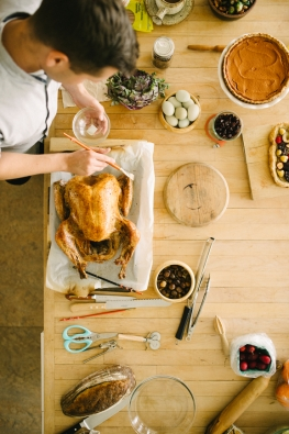 5 Ways to Save While Feasting with Family This Thanksgiving