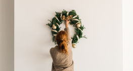 How to Save on Your Holiday Décor