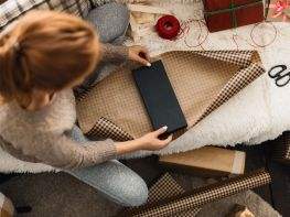 Skip the Gift-Buying Splurge! Here's How to Save this Holiday Season